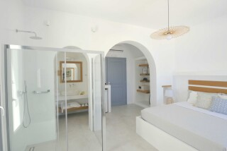 Honeymoon Suite N12 oneiro amenities