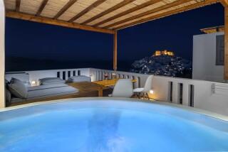 Honeymoon Suite N2 oneiro hot tub