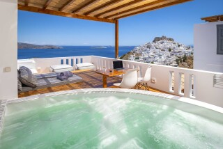 Honeymoon Suite N2 oneiro hot tub with view