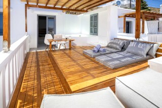 Honeymoon Suite N2 oneiro sunbeds area