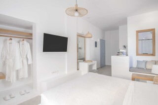 Honeymoon Suite N4 oneiro amenities
