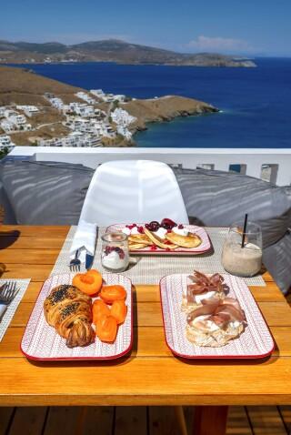 Honeymoon Suite N4 oneiro breakfast