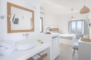 Honeymoon Suite N4 oneiro interior