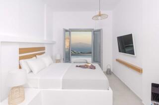 executive suite oneiro bedroom