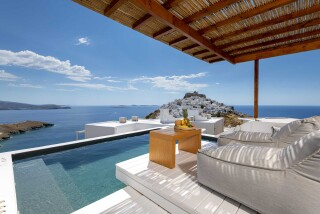 executive suite oneiro hot tub