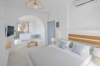 junior suite oneiro bedroom area